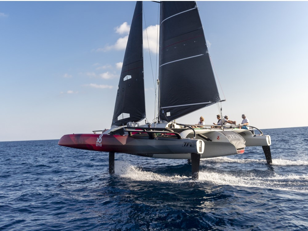 DNA-Performance-Sailing-TF10-foiling-trimaran-multihull-van-carbon-foilen-hydrofoils-TF10klasse